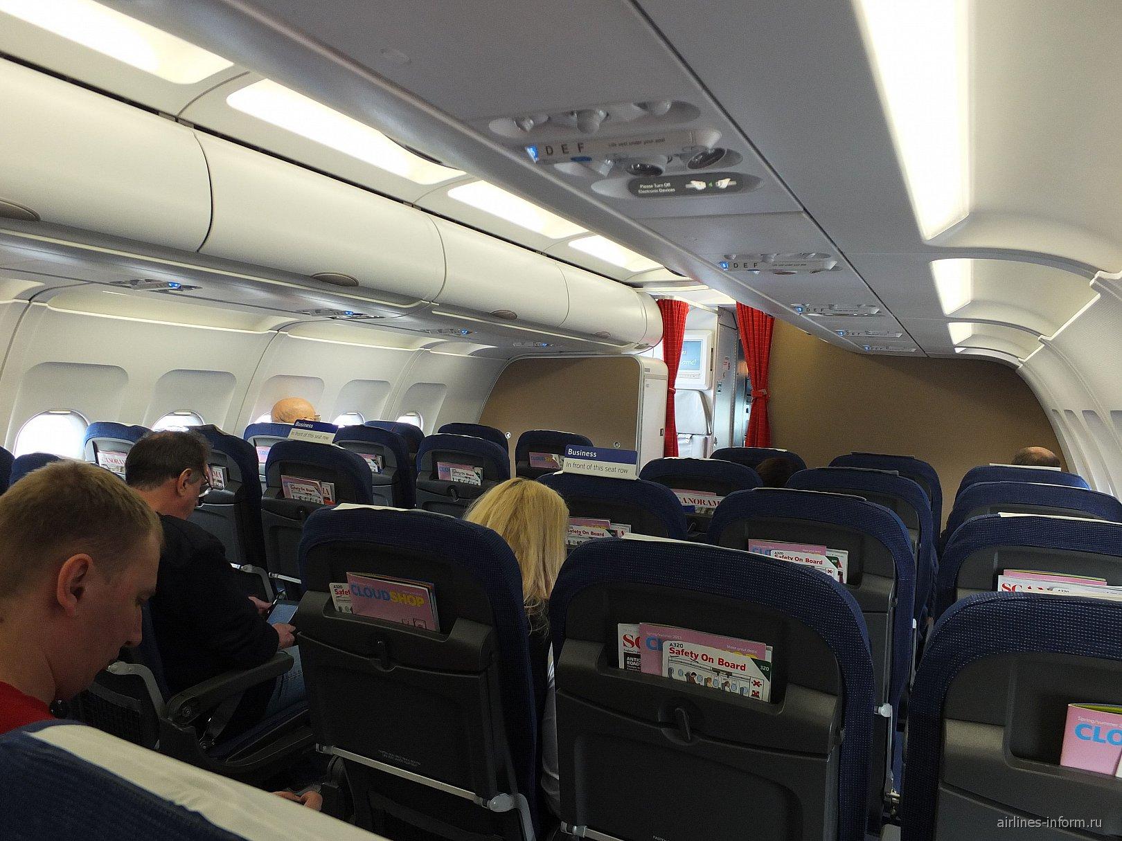 Салон самолета Airbus A320 авиакомпании SAS