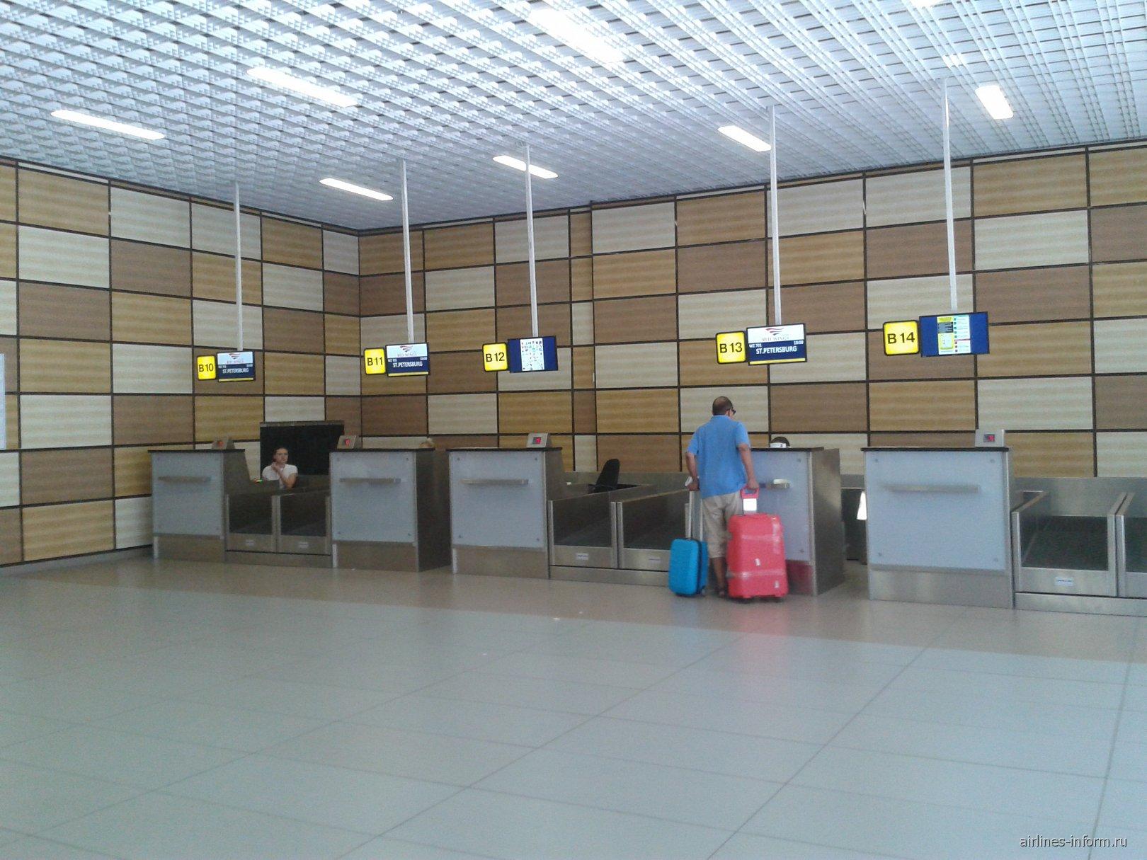 Стойки регистрации в терминале B аэропорта Симферополь