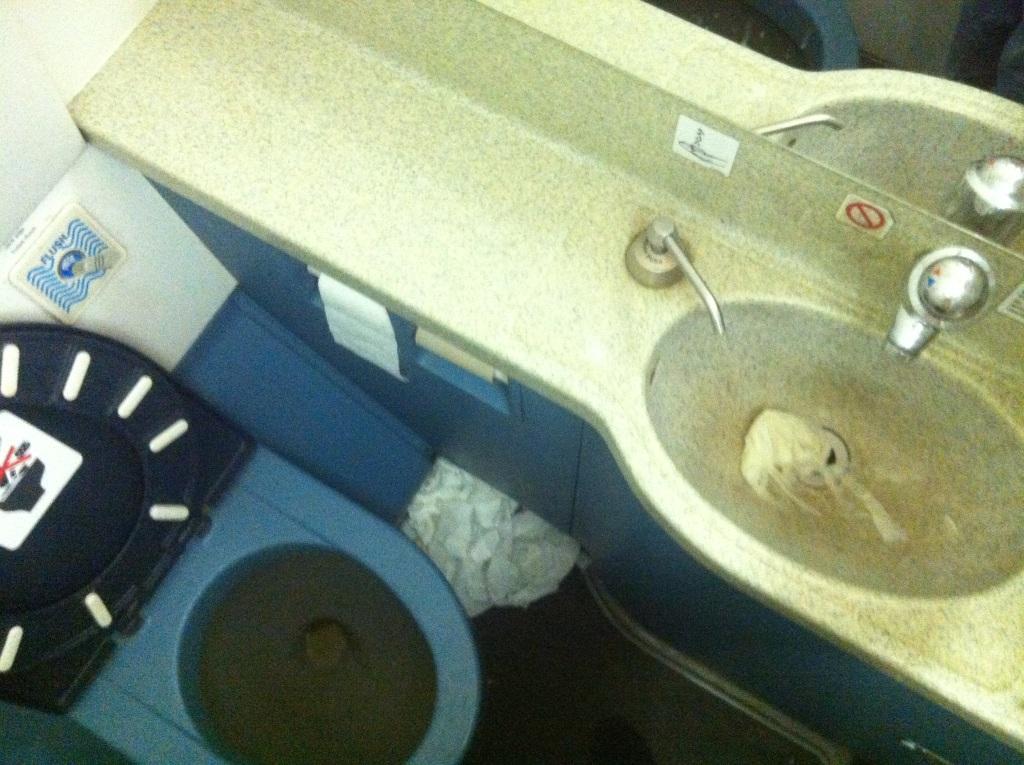 Туалет самолета Airbus A321 Уральских авиалиний