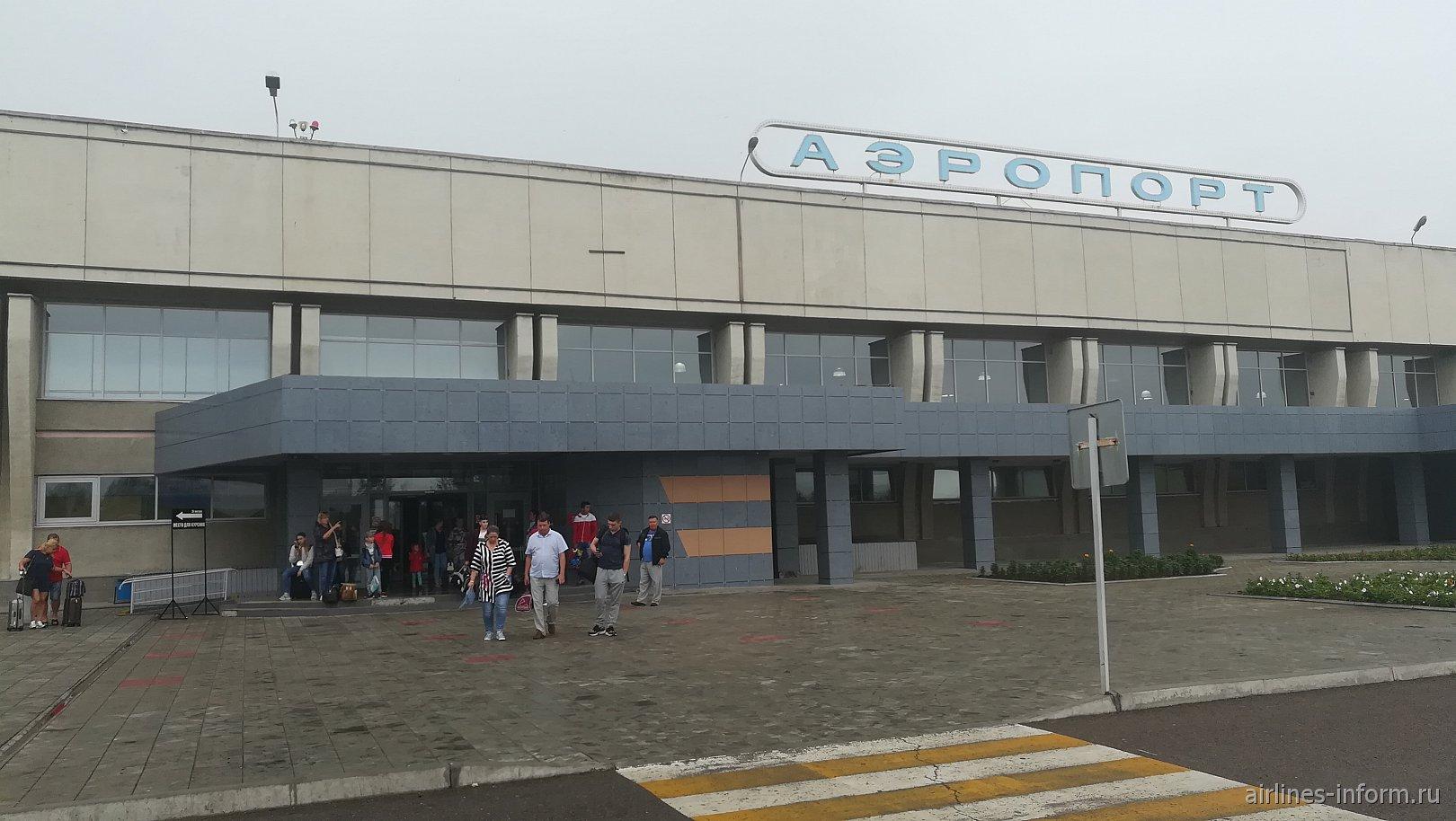 Вход в аэровокзал аэропорта Чита Кадала