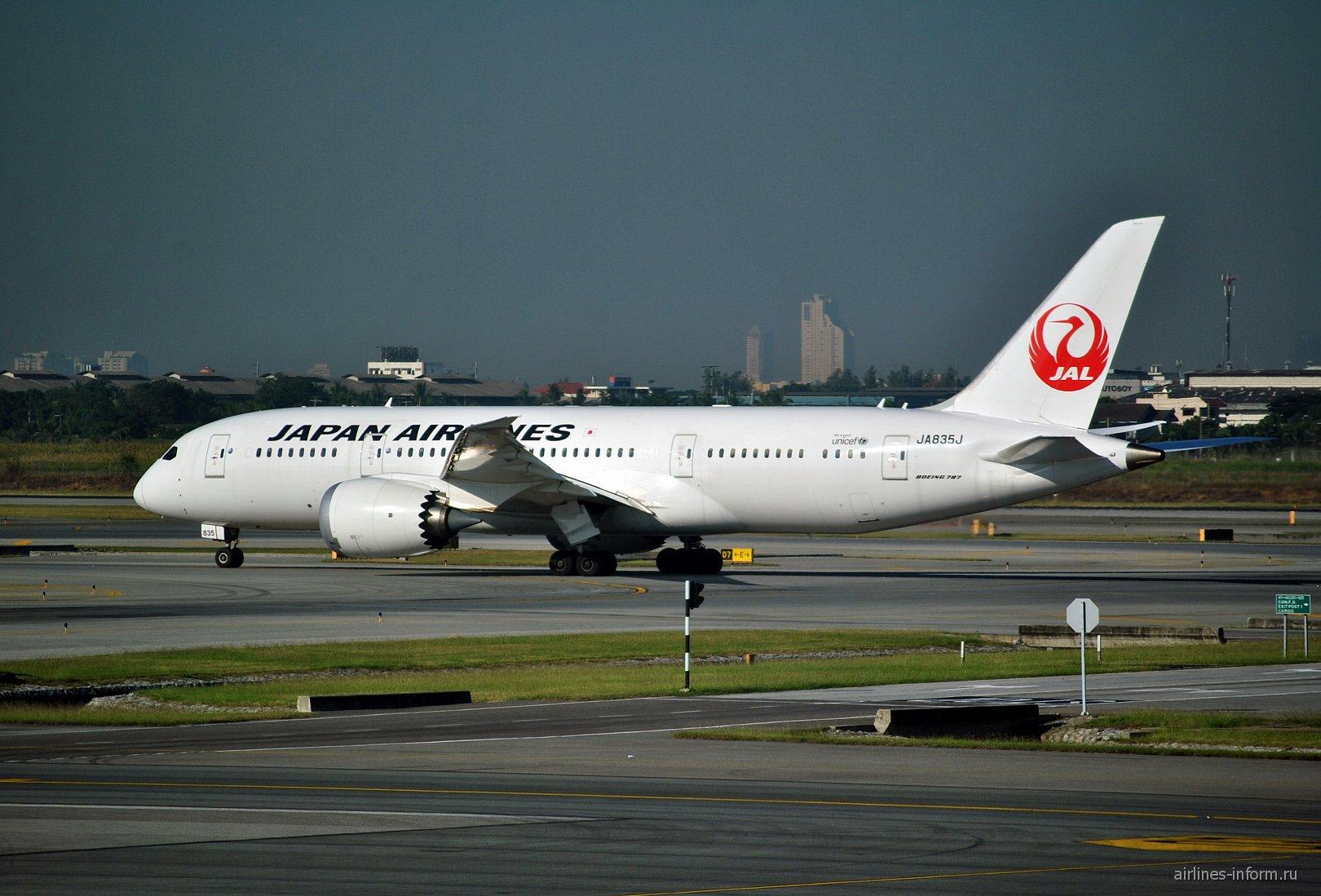 Boeing 787-8 JA835J авиакомпании Japan Airlines в аэропорту Бангкок Суварнабуми