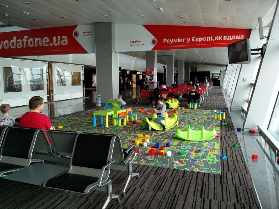 Детская зона в терминале D аэропорта Киев Борисполь