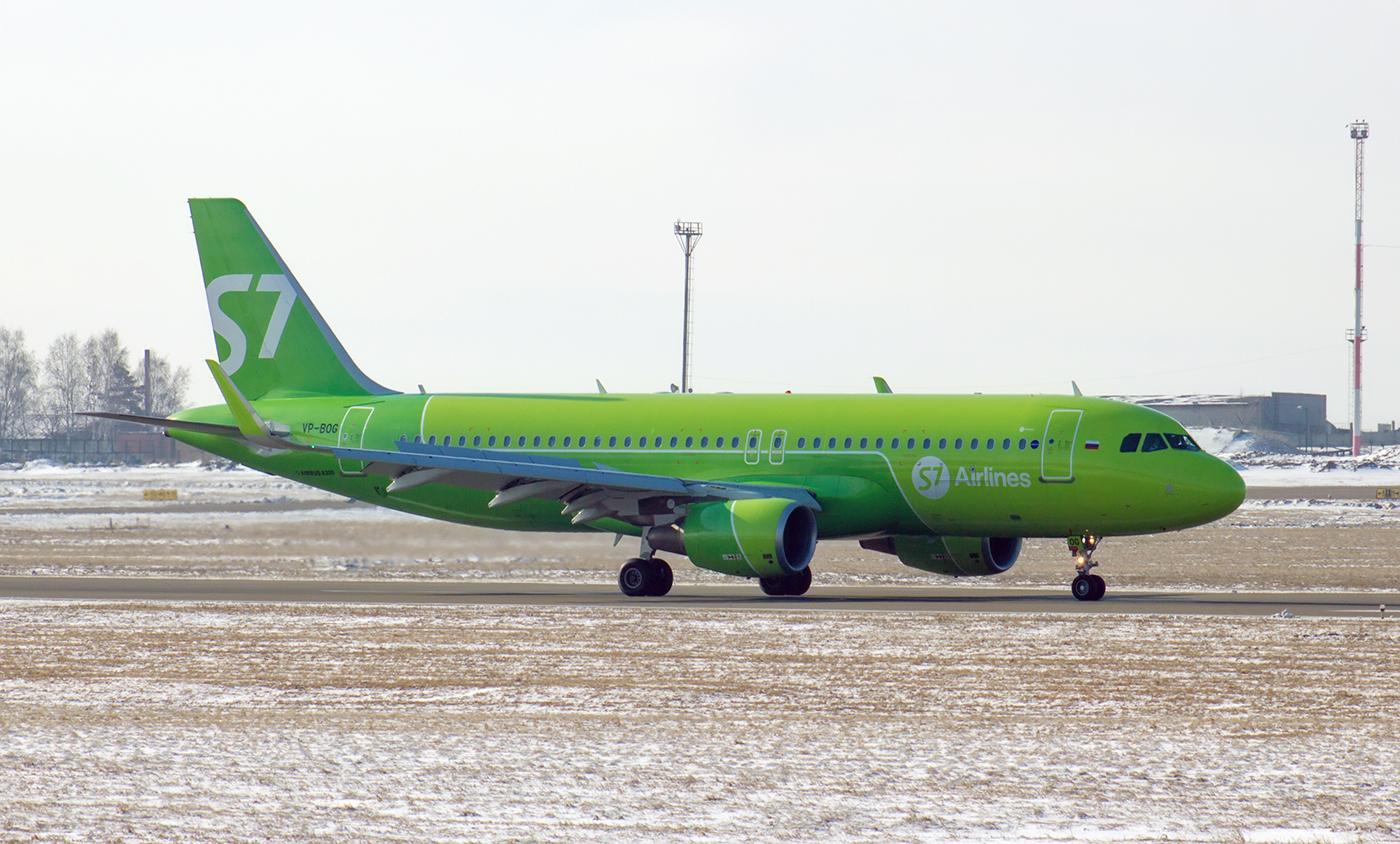 Самолет Airbus A320 VP-BOG авиакомпании S7 Airlines в аэропорту Иркутска