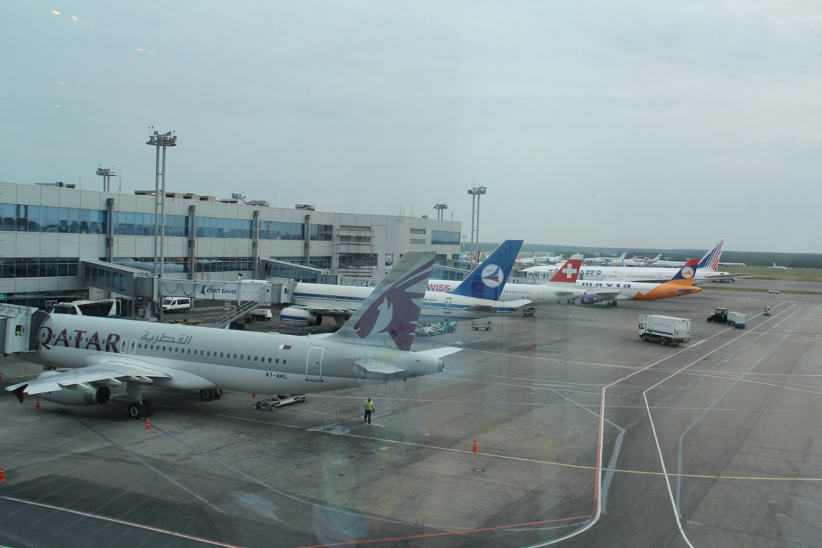 Airbus A320 of Qatar Airways at the Moscow Domodedovo airport