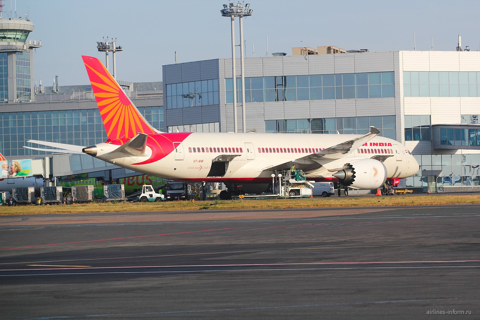 Boeing 787-8 Dreamliner авиакомпании Air India в аэропорту Домодедово