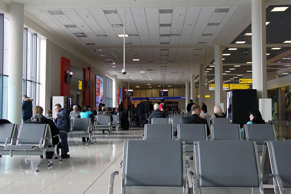 Зал ожидания в чистой зоне терминала Е аэропорта Москва Шереметьево
