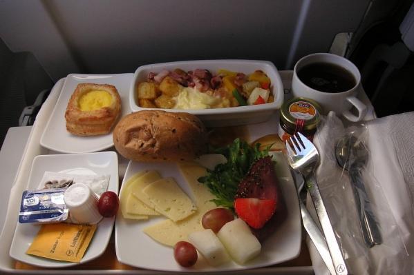 Питание на рейсе Lufthansa