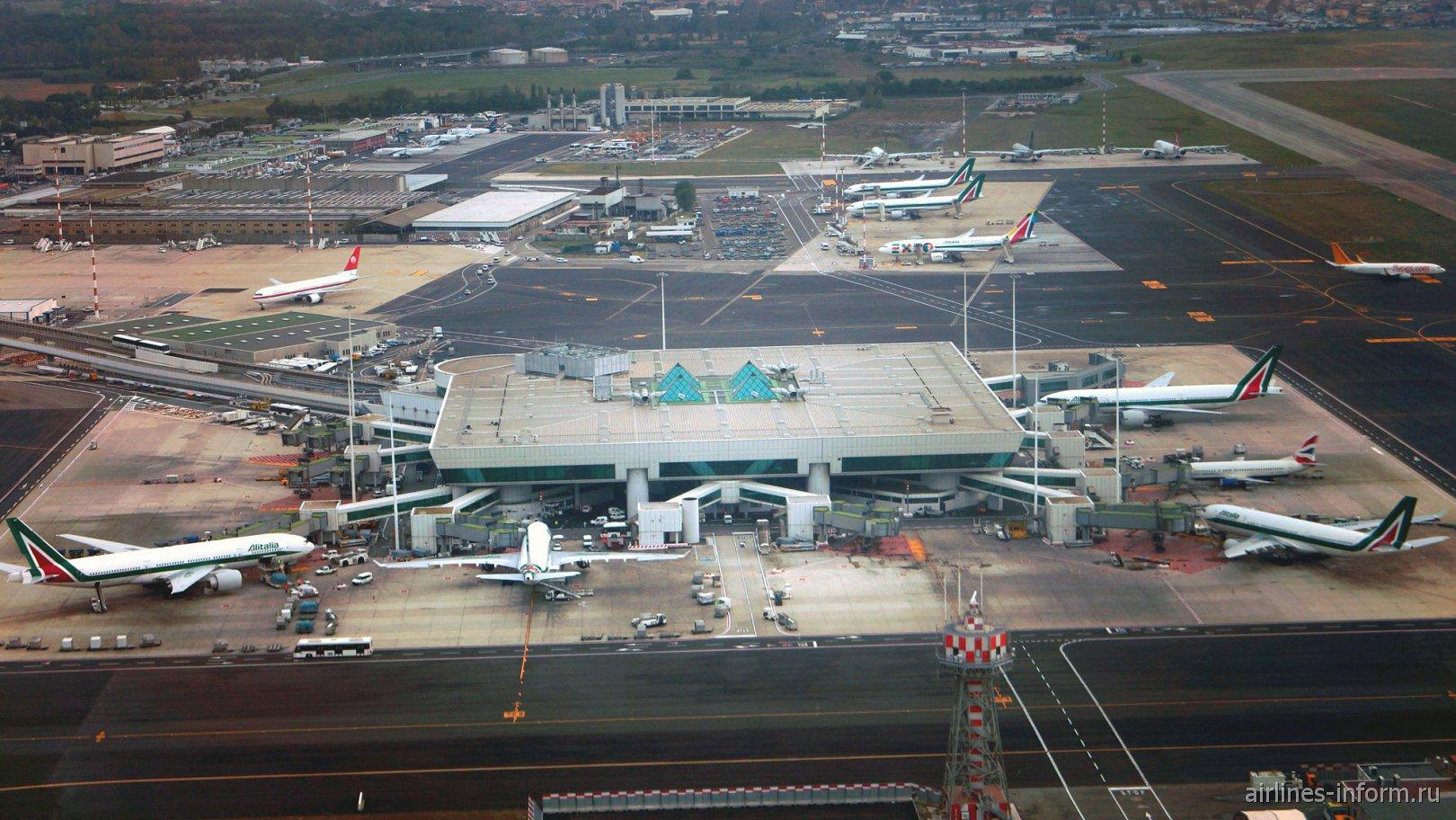 Взлет над аэропортом Рим Фьюмичино