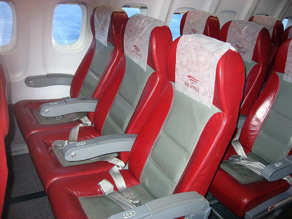 Пассажирские кресла в самолете Ту-204-100 авиакомпании Red Wings