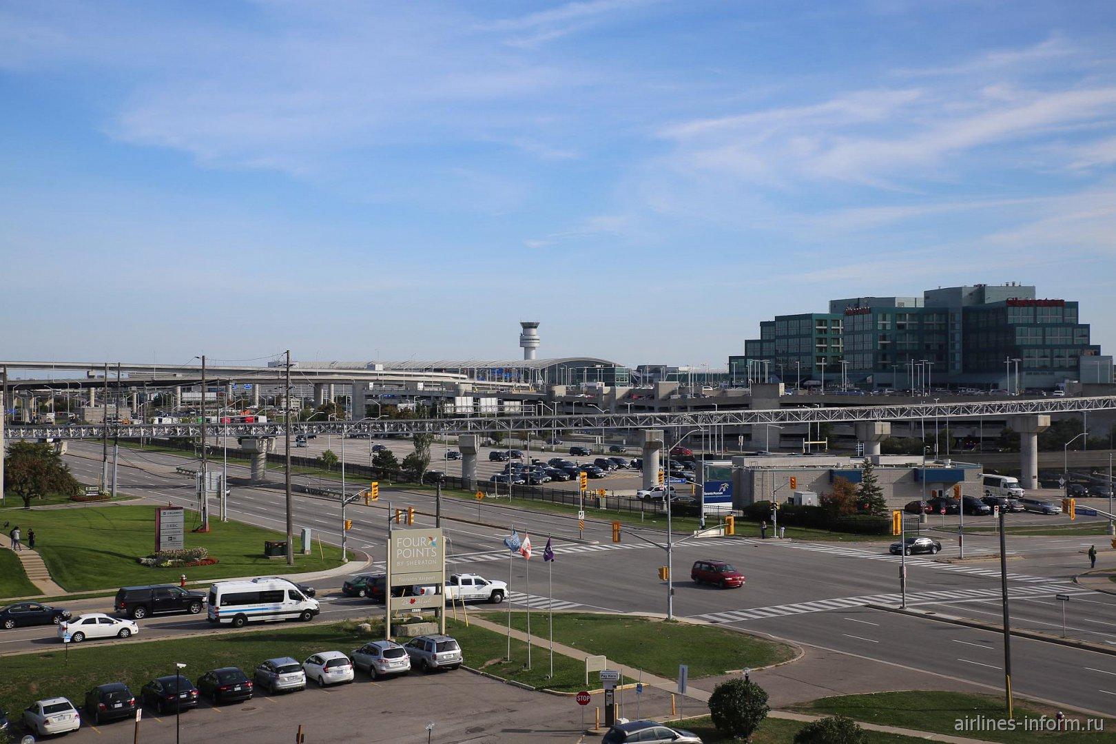 """Пассажирский терминал 1 и гостиница """"Шератон"""" в аэропорту Торонто Пирсон"""