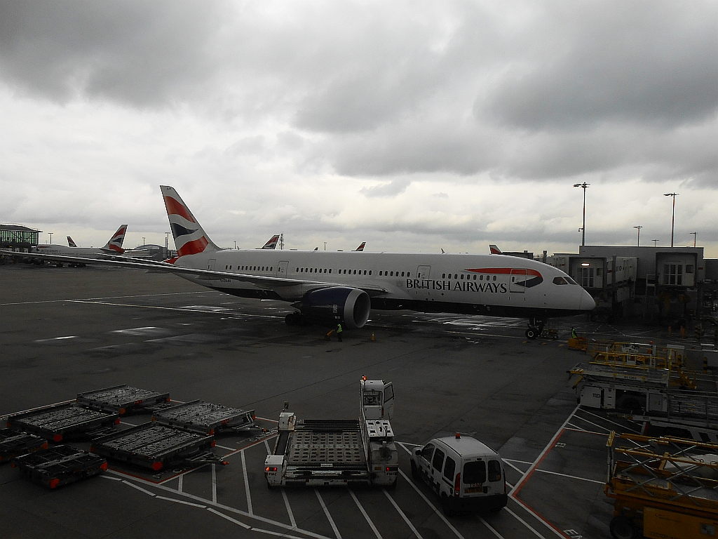 Боинг-787-8 Британских авиалиний в лондонском аэропорту Хитроу