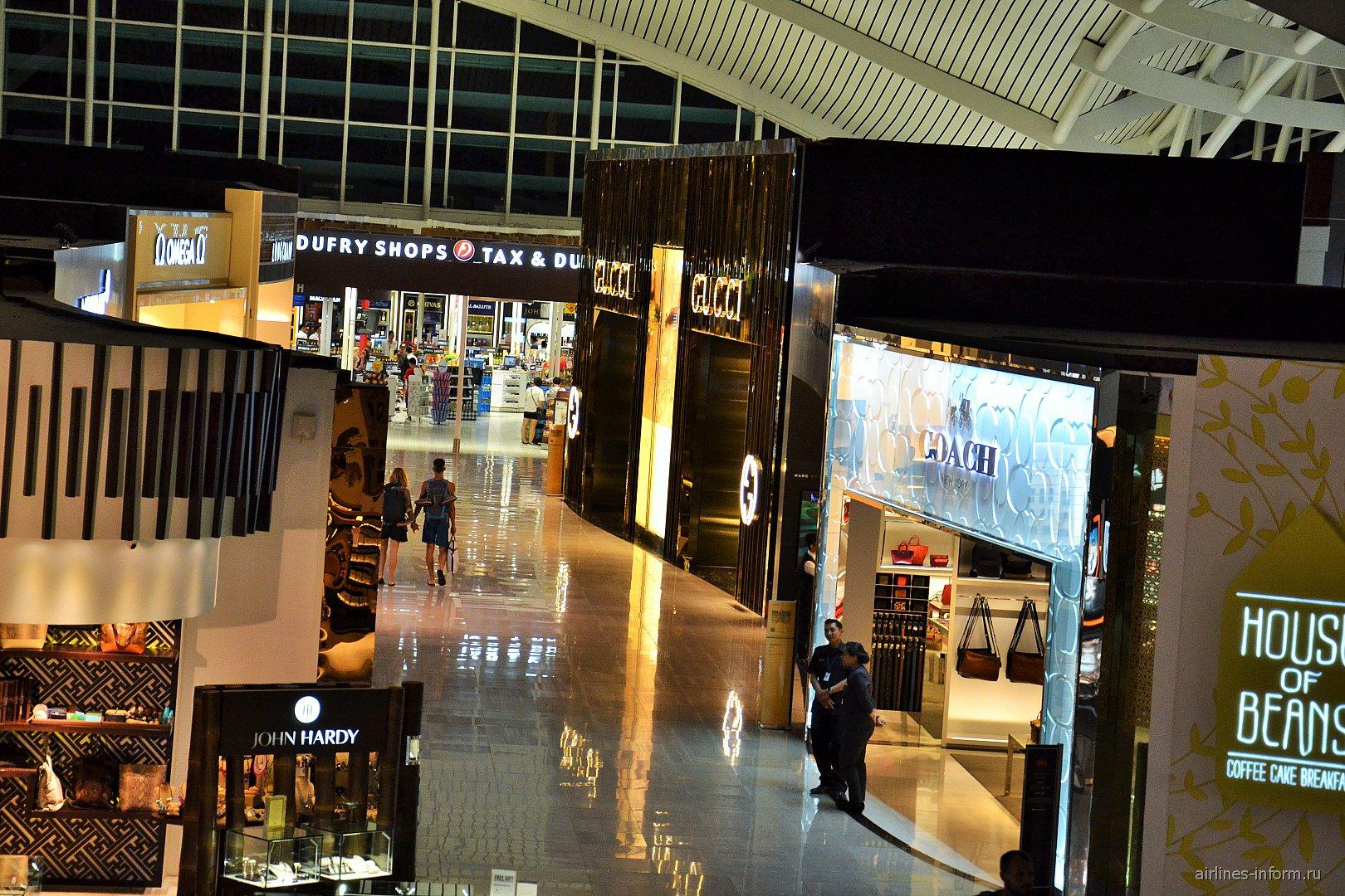 Галерея магазинов Дьюти-Фри в аэропорту Денпасар Нгура Рай