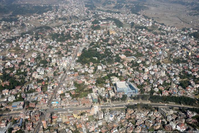 Город Катманду с самолета