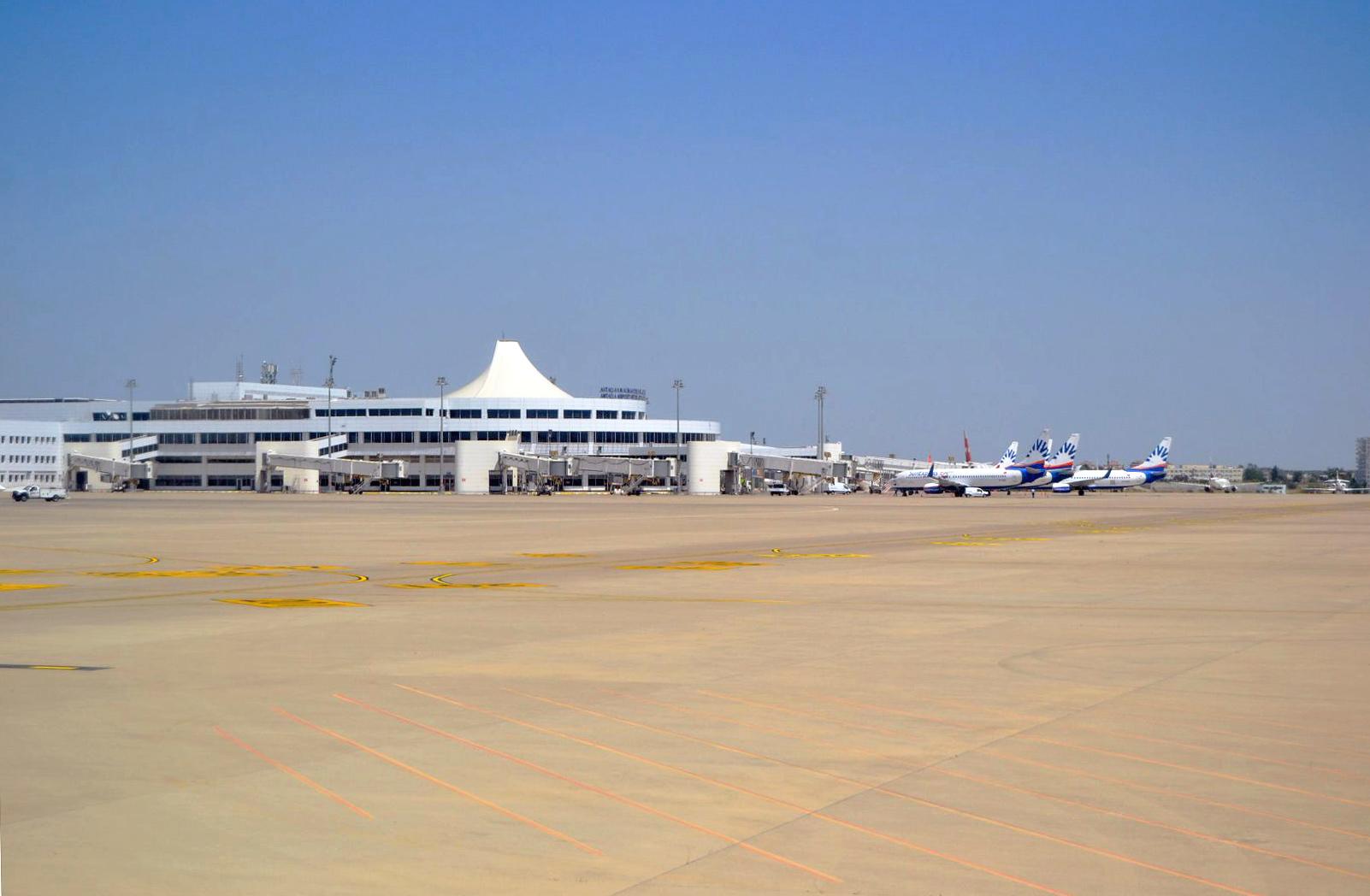 Вид с перрона на Терминал 2 аэропорта Анталья
