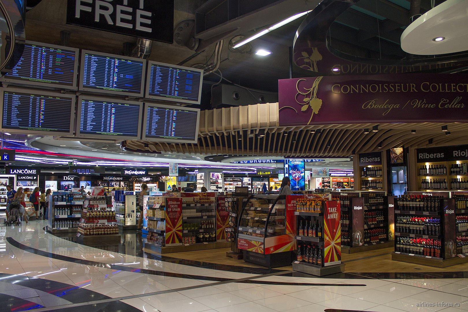 Магазины Duty-Free в терминале 4 аэропорта Мадрид Барахас