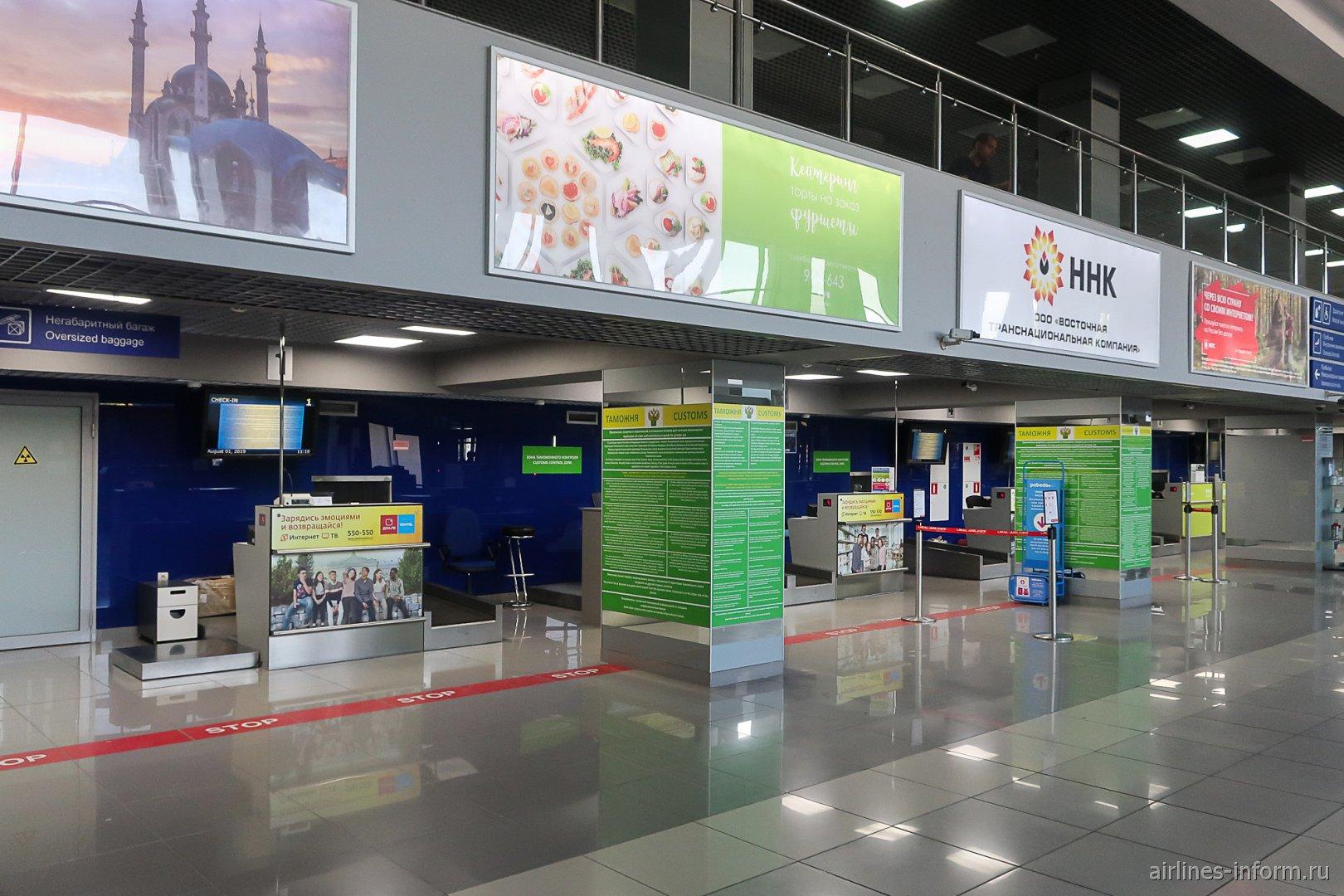 Стойки таможенного контроля в аэропорту Томск