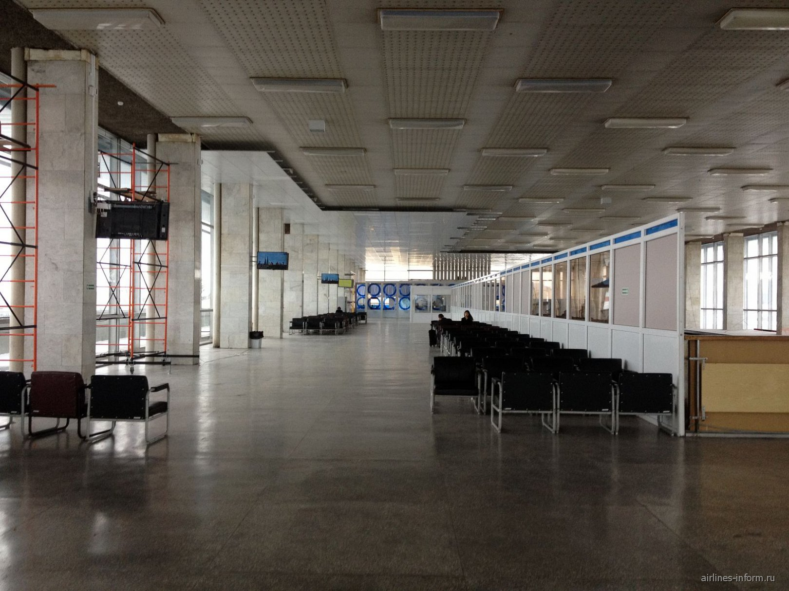 Зал ожидания на 2-м этаже аэровокзала аэропорта Волгограда