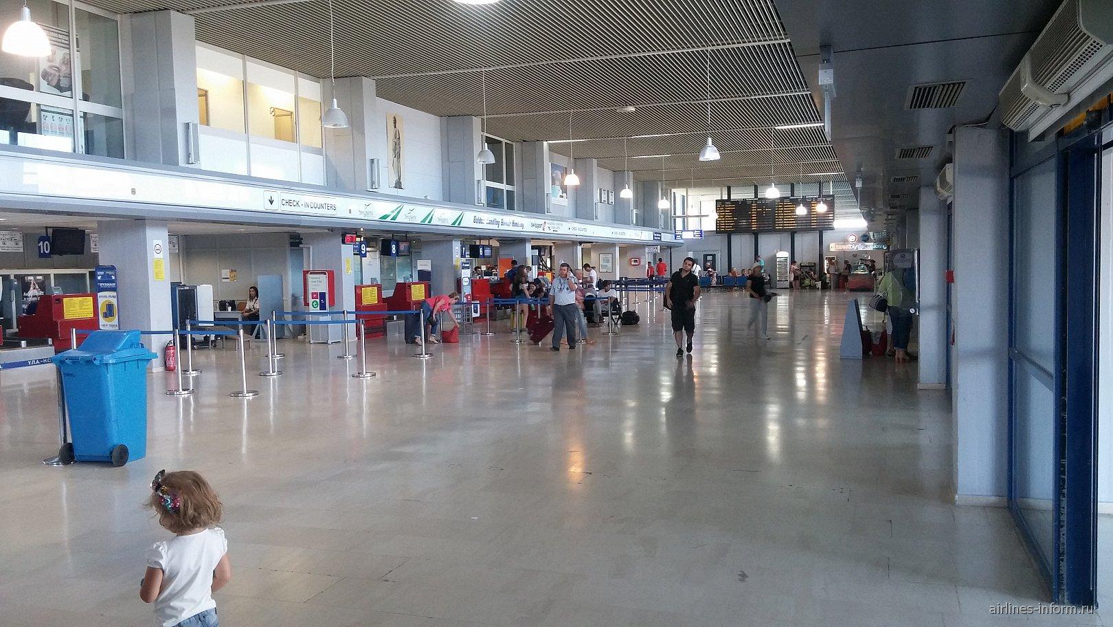 В аэровокзале аэропорта Кос Гиппократ