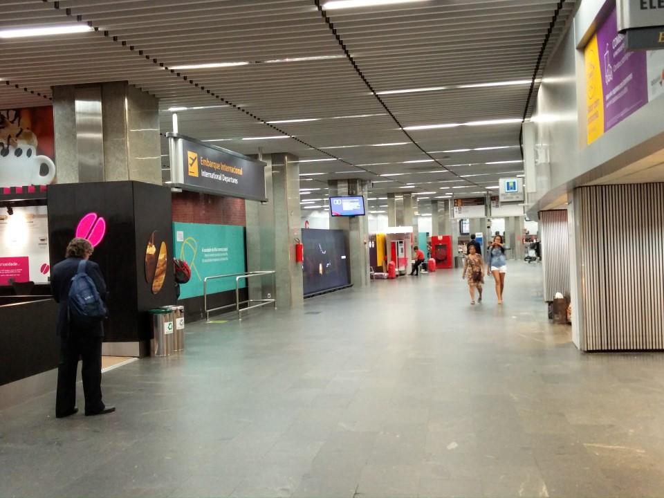 В зоне прилета аэропорта Галеан в Рио-де-Жанейро