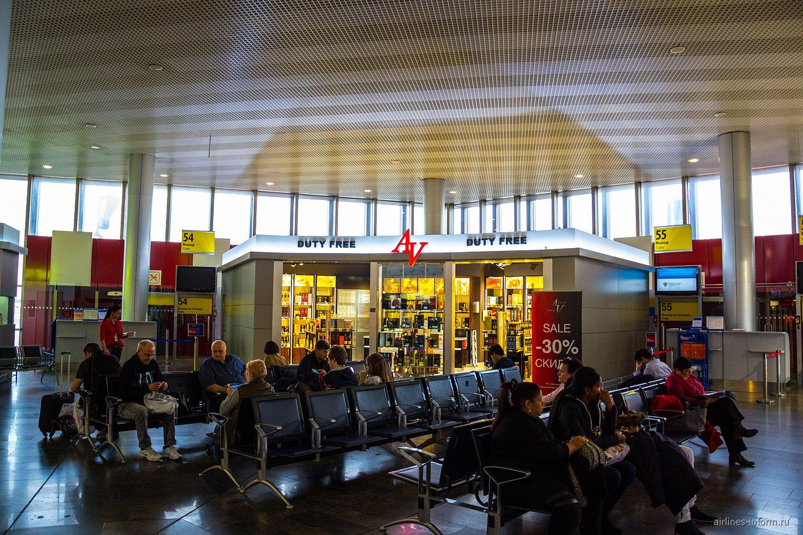 Зал ожидания в чистой зоне терминала F аэропорта Шереметьево