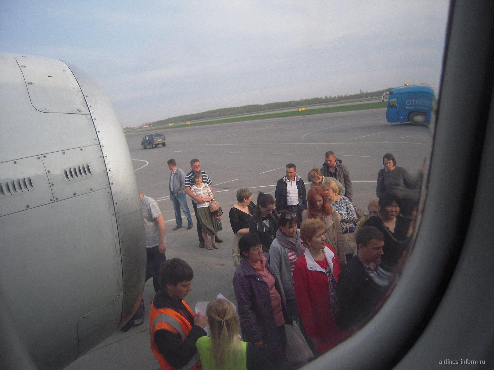 Посадка на рейс Петербург-Ростов авиакомпании Россия