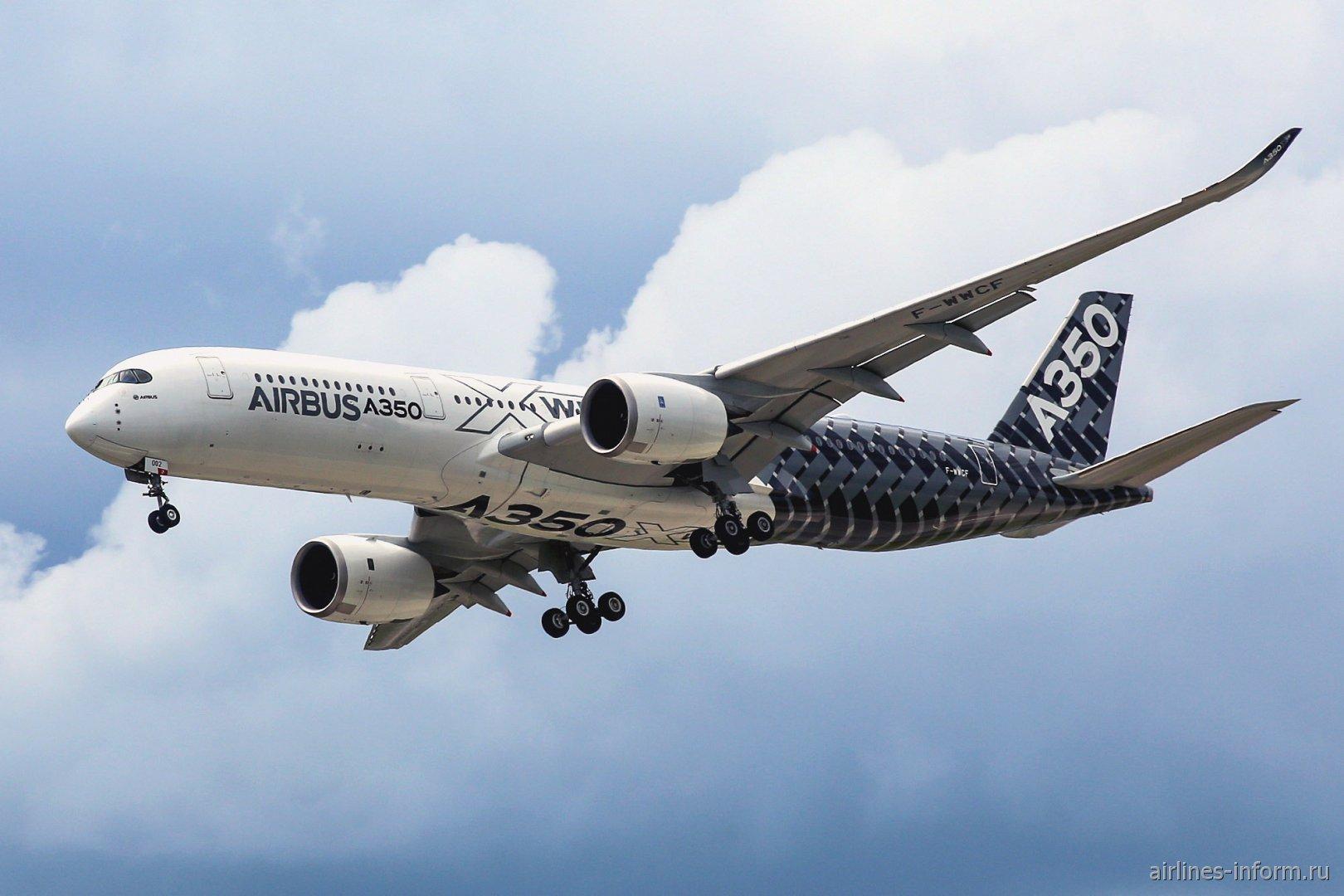 Airbus A350XWB выполняет полет на МАКС-2017
