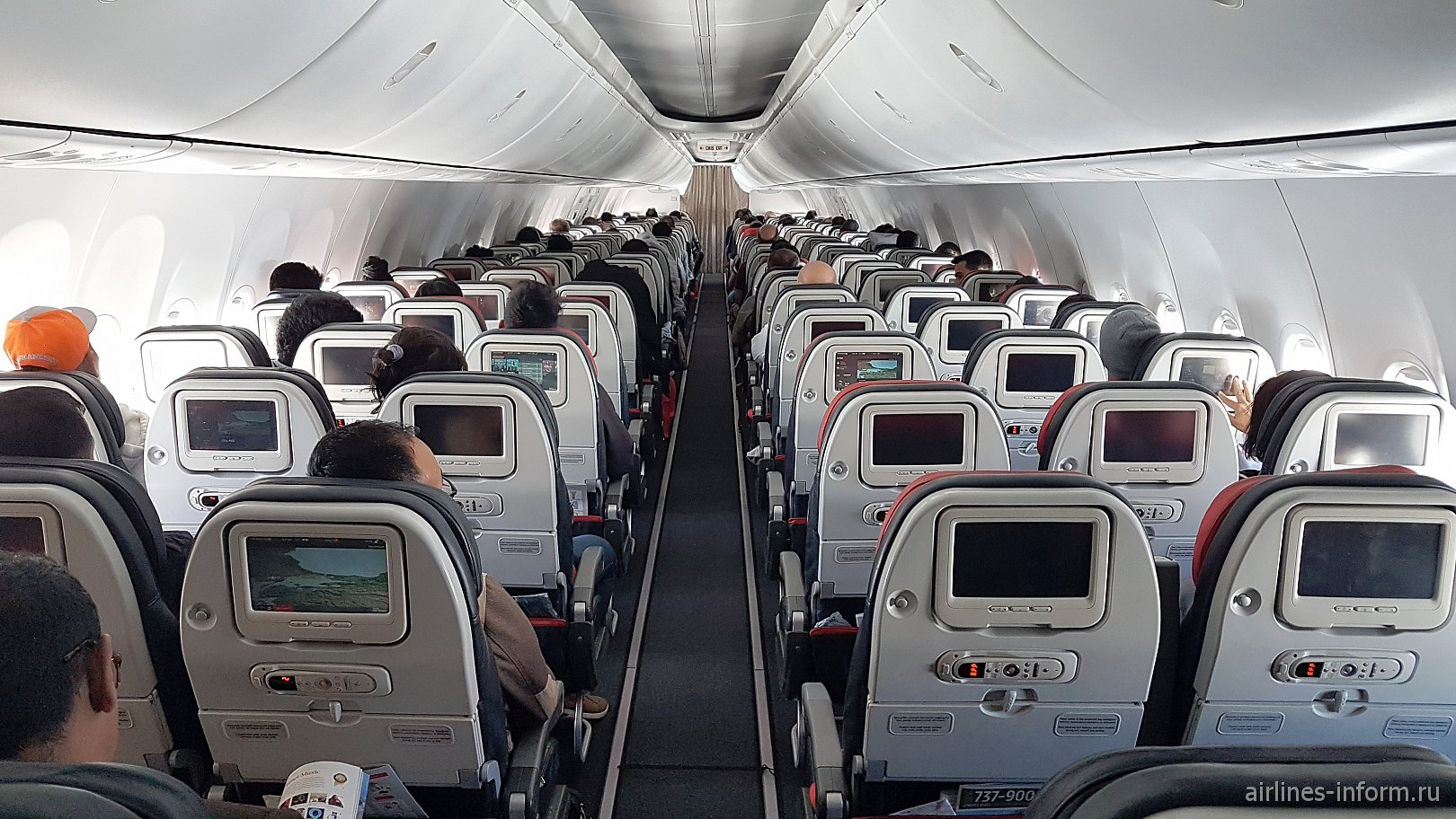 Пассажирский салон самолета Боинг-737-900 Турецких авиалиний