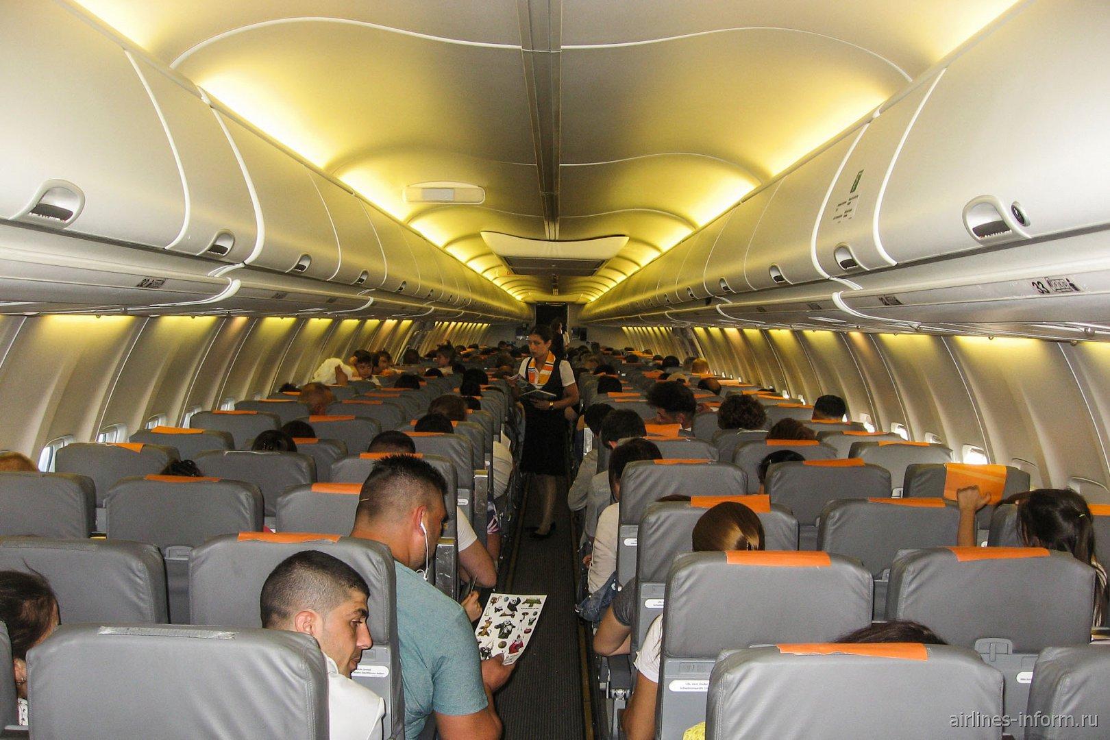 Пассажирский салон Боинга-737-800 авиакомпании SunExpress Germany