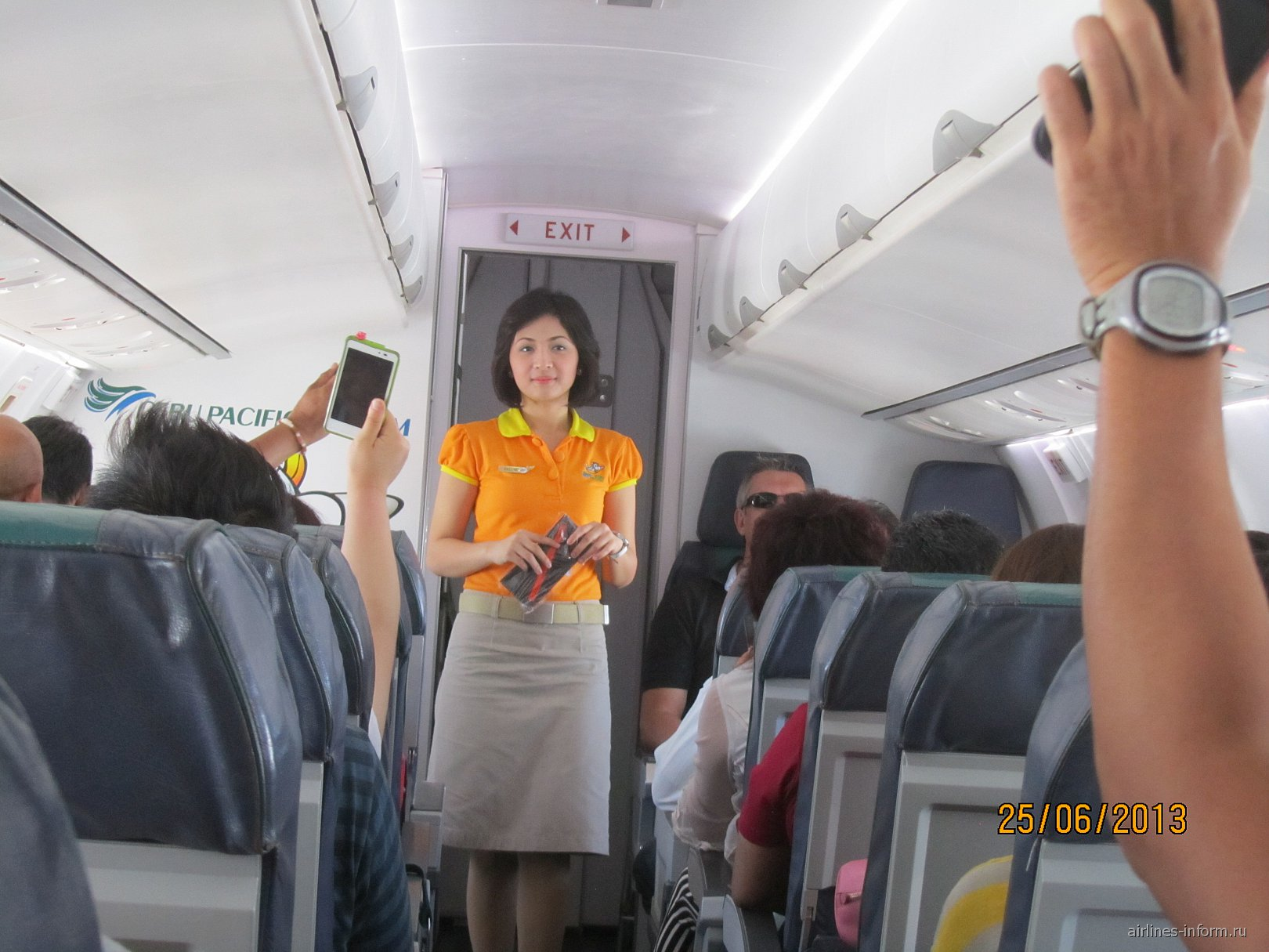 Стюардесса авиакомпании Cebu Pacific
