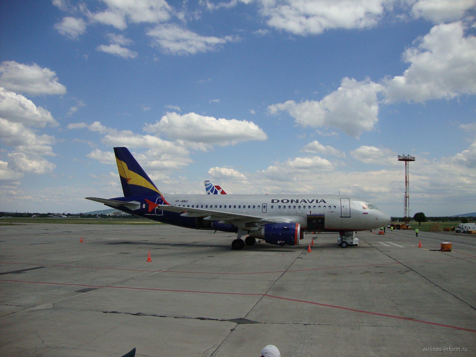 Airbus A319 авиакомпании Донавиа в аэропорту Минеральные Воды