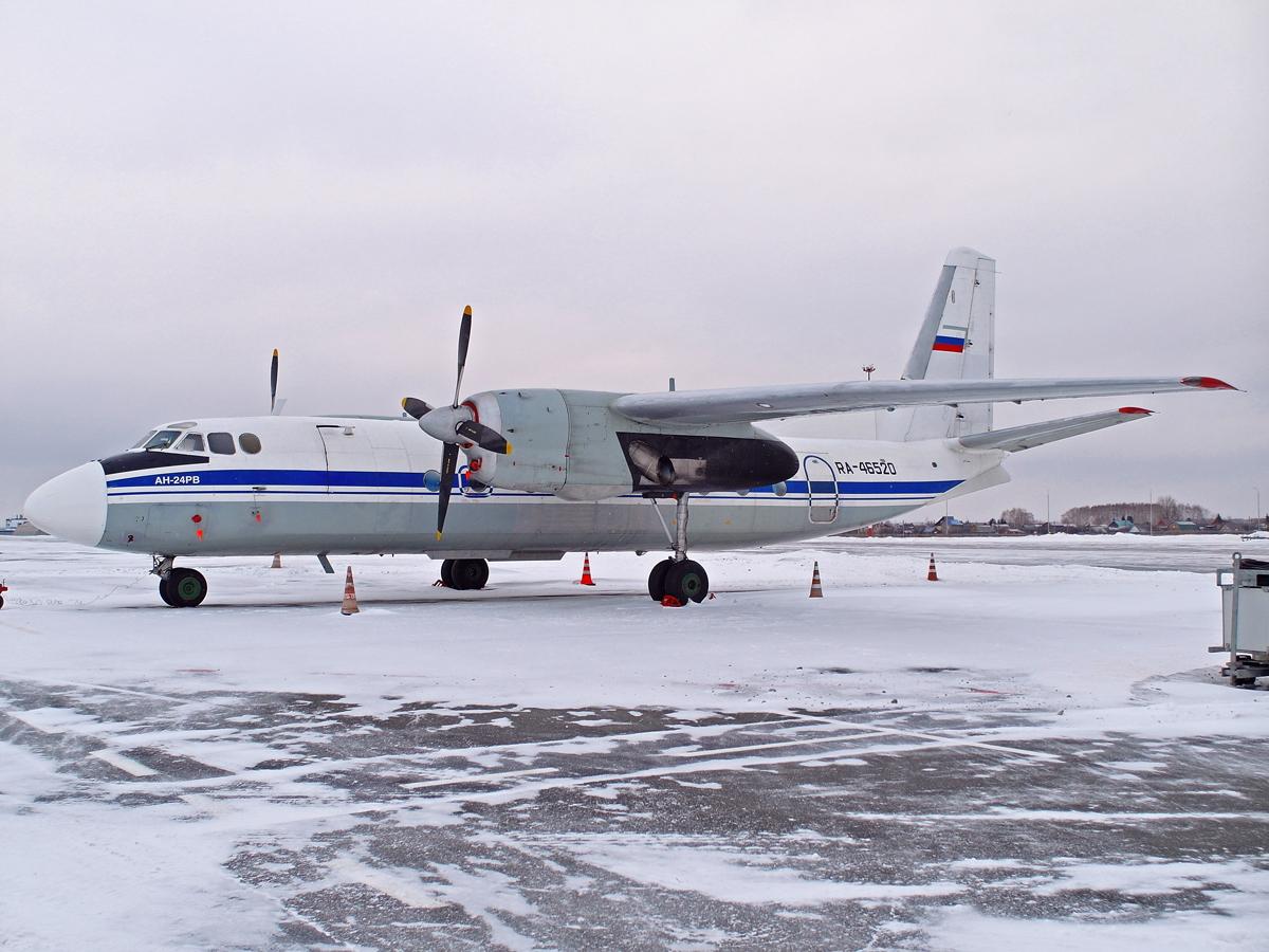 """Самолет Ан-24РВ RA-46520 авиакомпании """"Турухан"""" в аэропорту Уфа"""