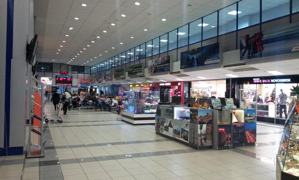 В терминале внутренних авиалиний аэропорта Новосибирск Толмачево