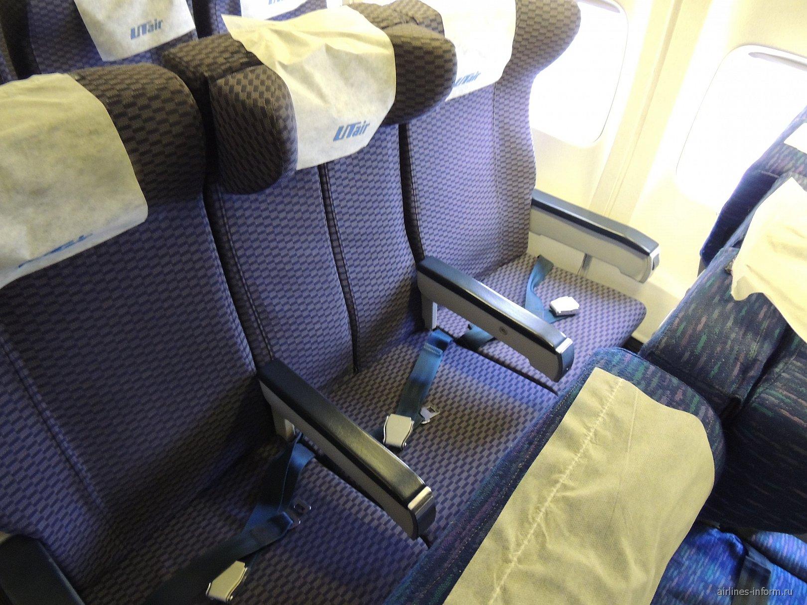 Пассажирские кресла в самолете Боинг-737-400 авиакомпании ЮТэйр