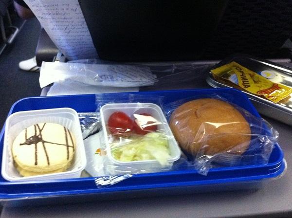 На выбор было:курица+гречка или колбаски+гречка.я взял гречку.Вполне съедобно.