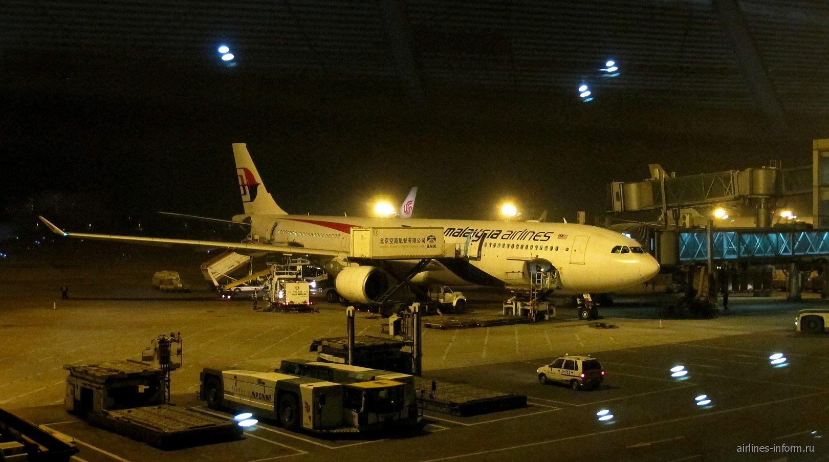 Открывая Малайзийские авиалинии, часть III–1: Национальный перевозчик Малайзии: Malaysia Airlines. Три столицы: из Пекина в Катманду через Куала-Лумпур. Airbus A330-300. Бизнес класс.