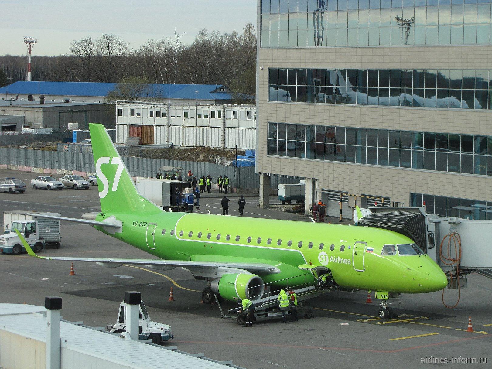 Embraer 170 авиакомпании S7 Airlines в аэропорту Домодедово