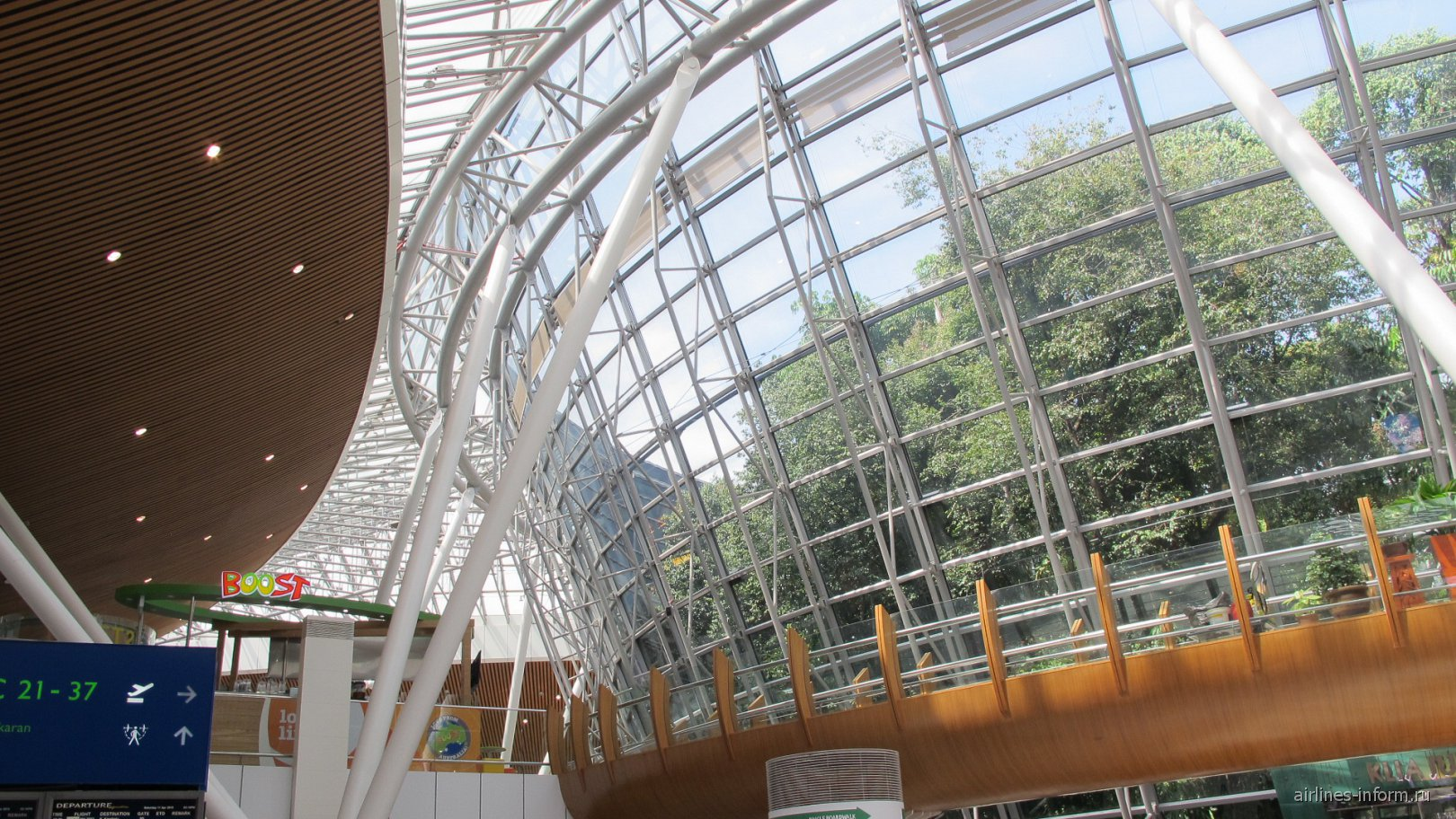 В спутниковом терминале аэропорта Куала-Лумпур