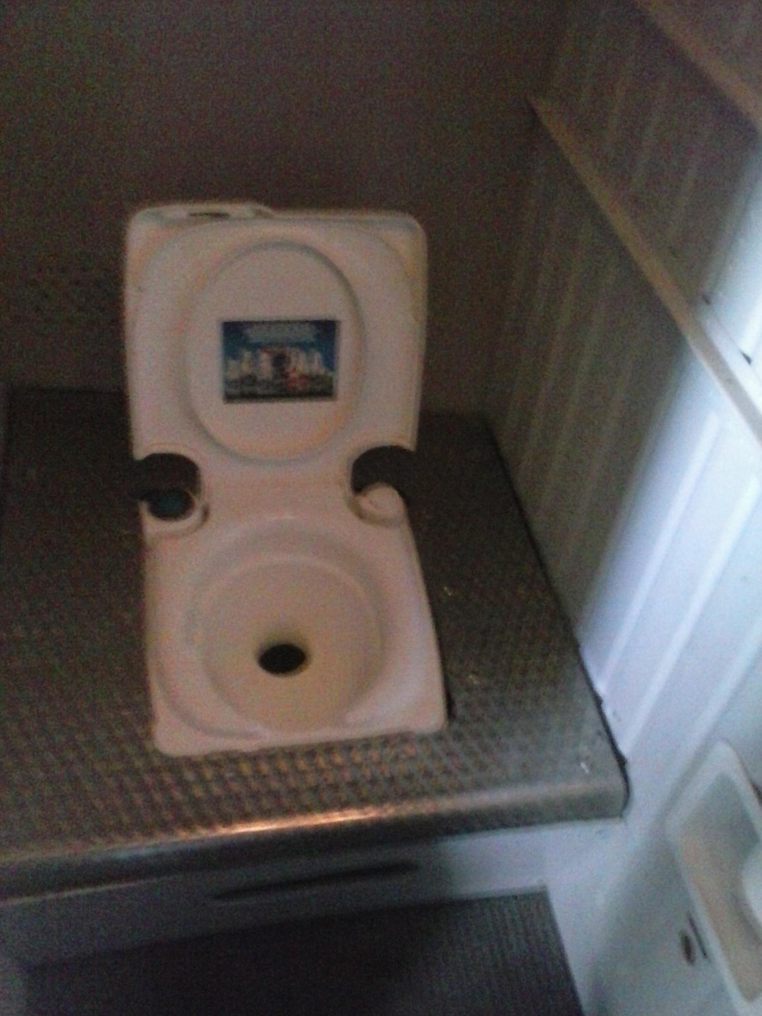 Туалет самолета Л-410 авиакомпании Оренбуржье