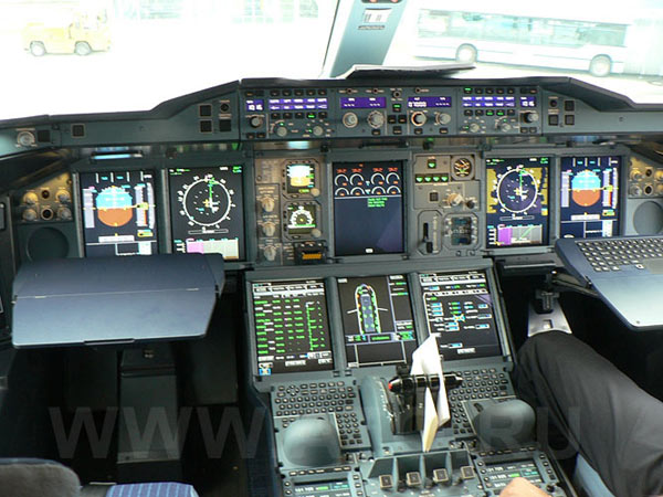 Cockpit of Lufthansa Airbus A380