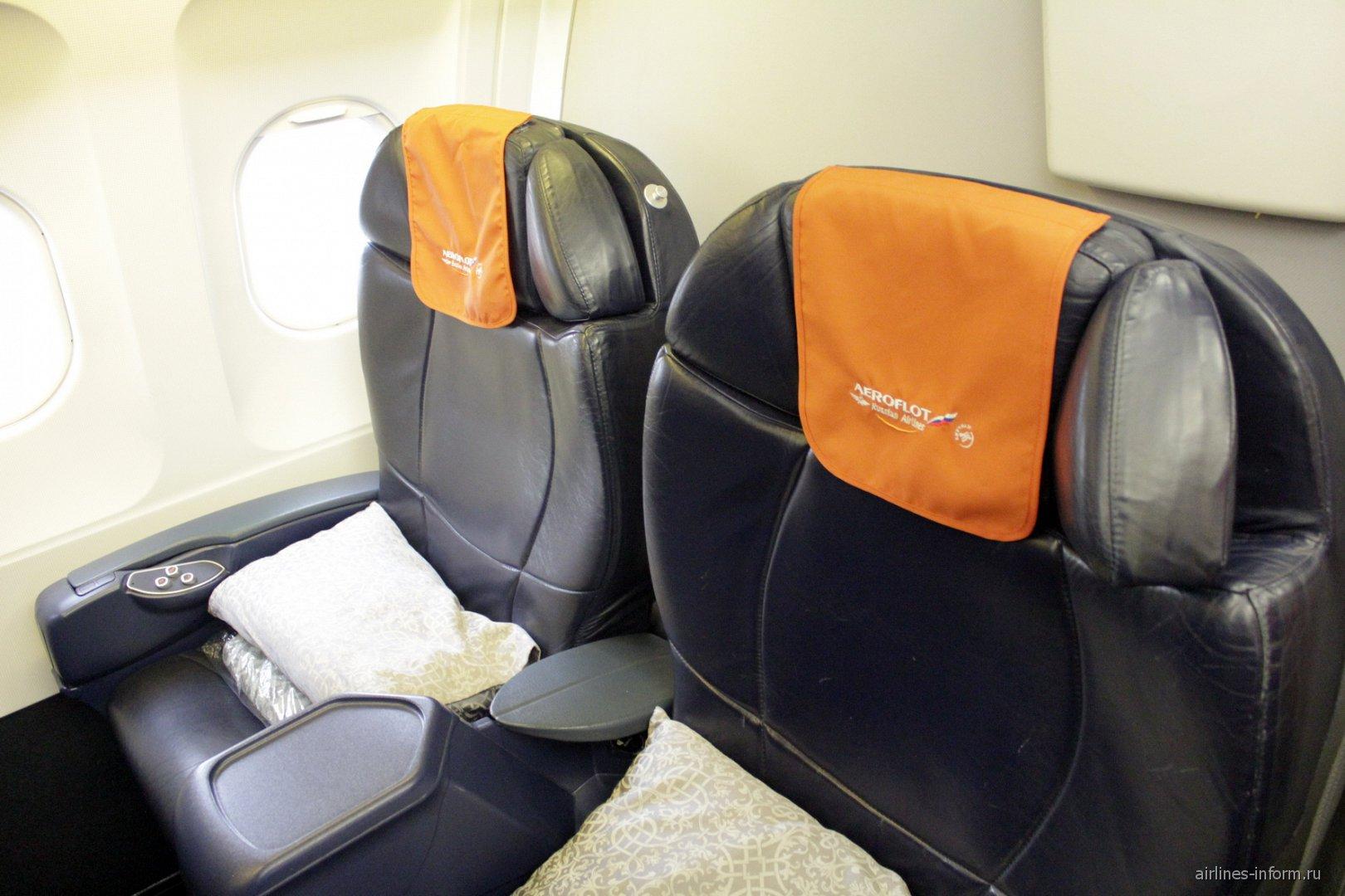 Кресла в бизнес-классе в самолете Airbus A320 Аэрофлота
