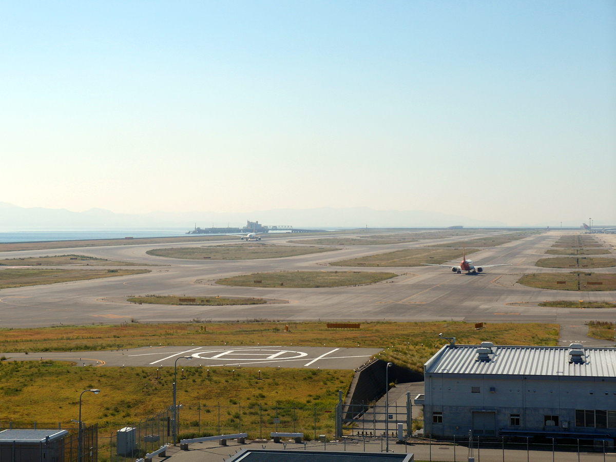 Взлетно-посадочная полоса аэропорта Осака Кансай