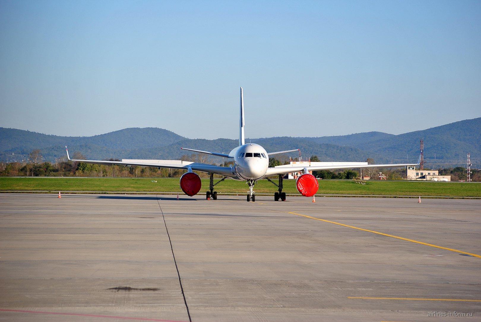 Самолет Ту-214 СЛО