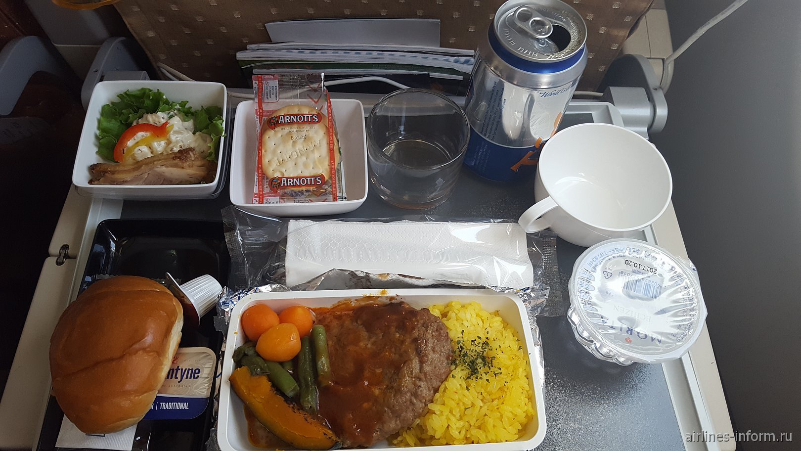 Питание FUK-SIN в A330-300 Singapore Airlines, Humburger Steak with Demi Glace