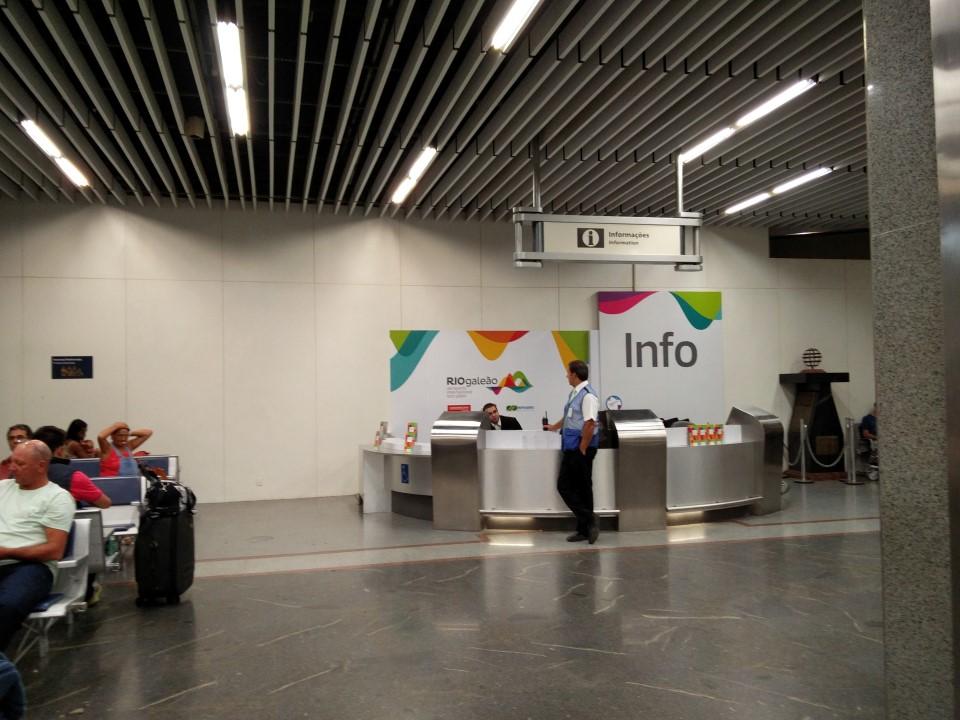 Информационная стойка в аэропорту Рио-де-Жанейро Галеан