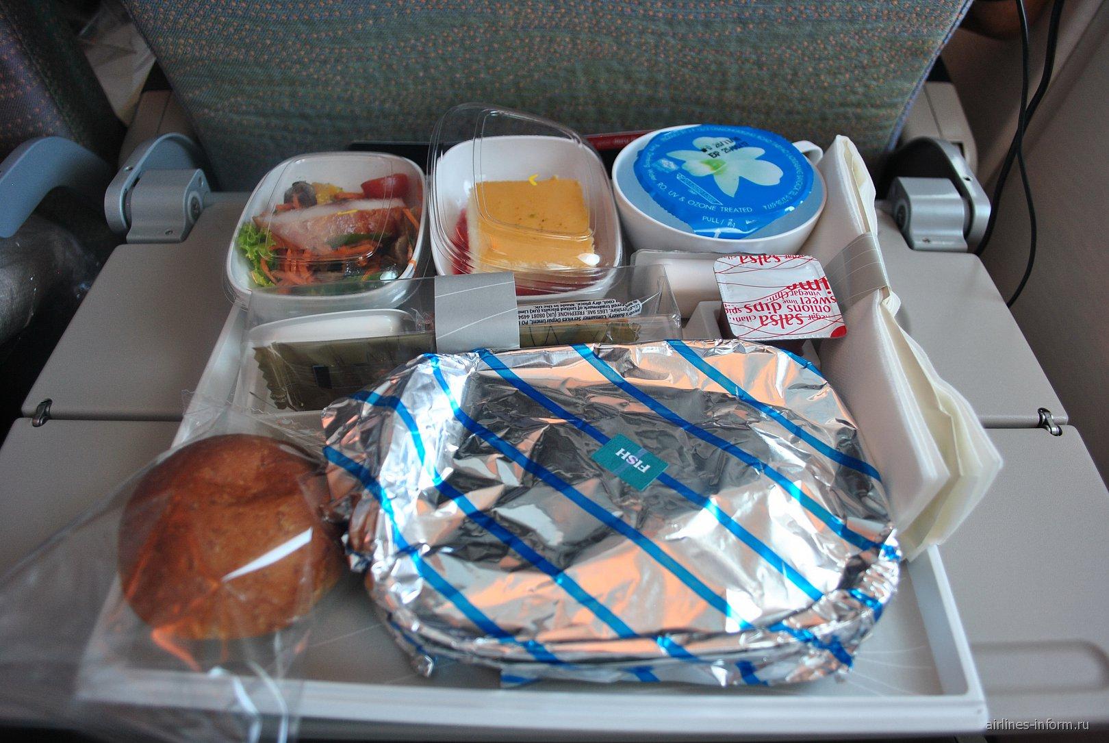Бортпитание на рейсе Бангкок-Дубай авиакомпании Emirates