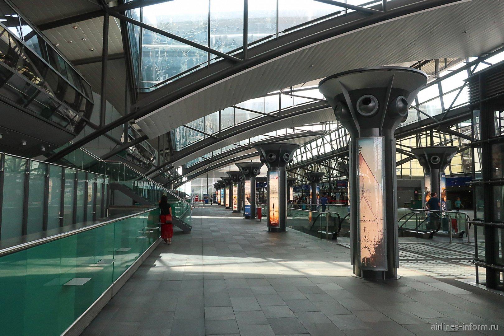 Внутри терминала А аэропорта Лейпциг-Галле