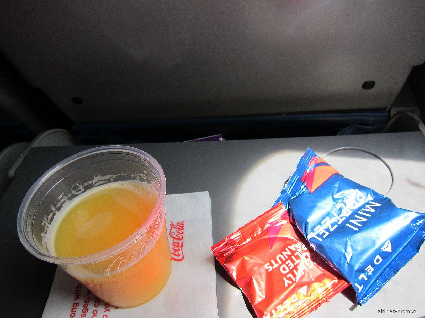 Питание на рейсе Delta Чикаго-Нью-Йорк