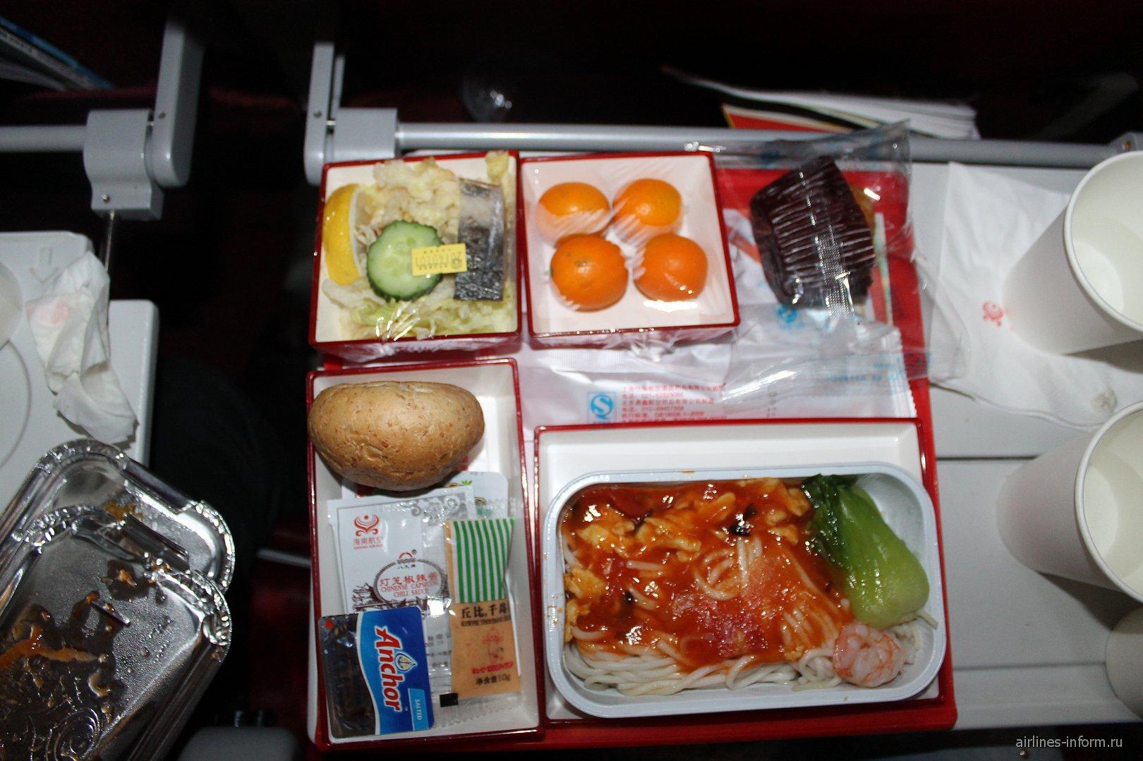 Питание на рейсе Пекин-Бангкок Хайнаньских авиалиний