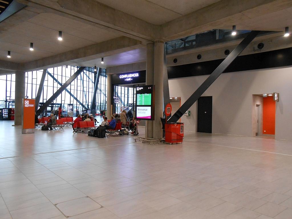 В терминале 1 аэропорта Лион Сент-Экзюпери