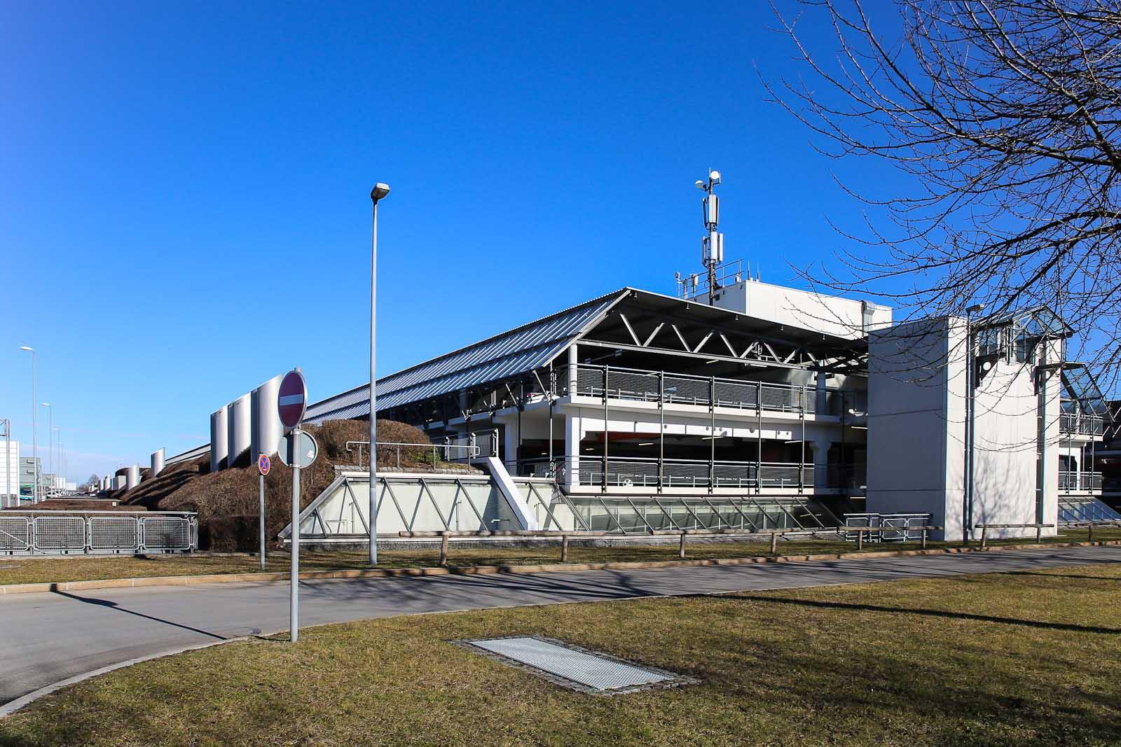 Автомобильная парковка рядом с Терминалом 1 аэропорта Мюнхен